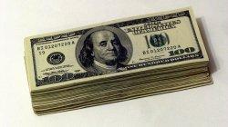 plik banknotów zagranicznej waluty